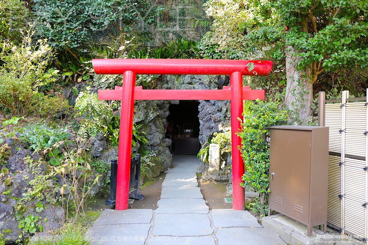 弁天窟の入口