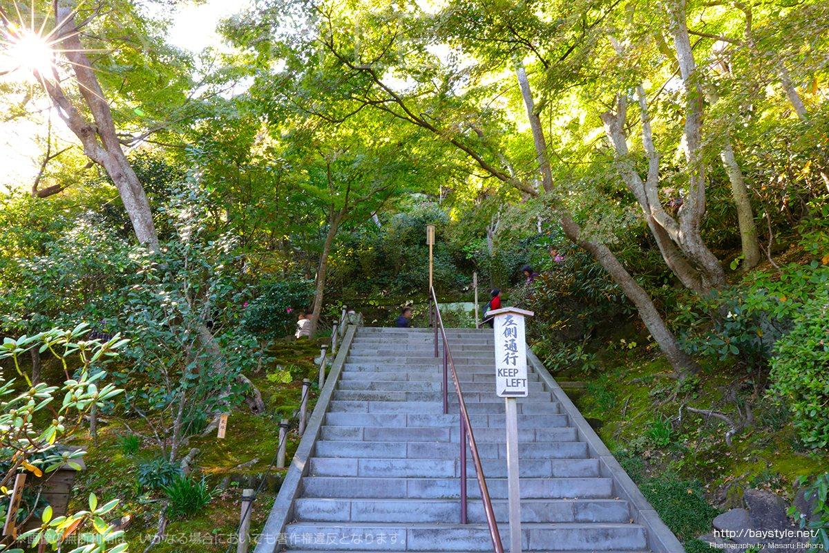 弁天堂から地蔵堂へと続く階段