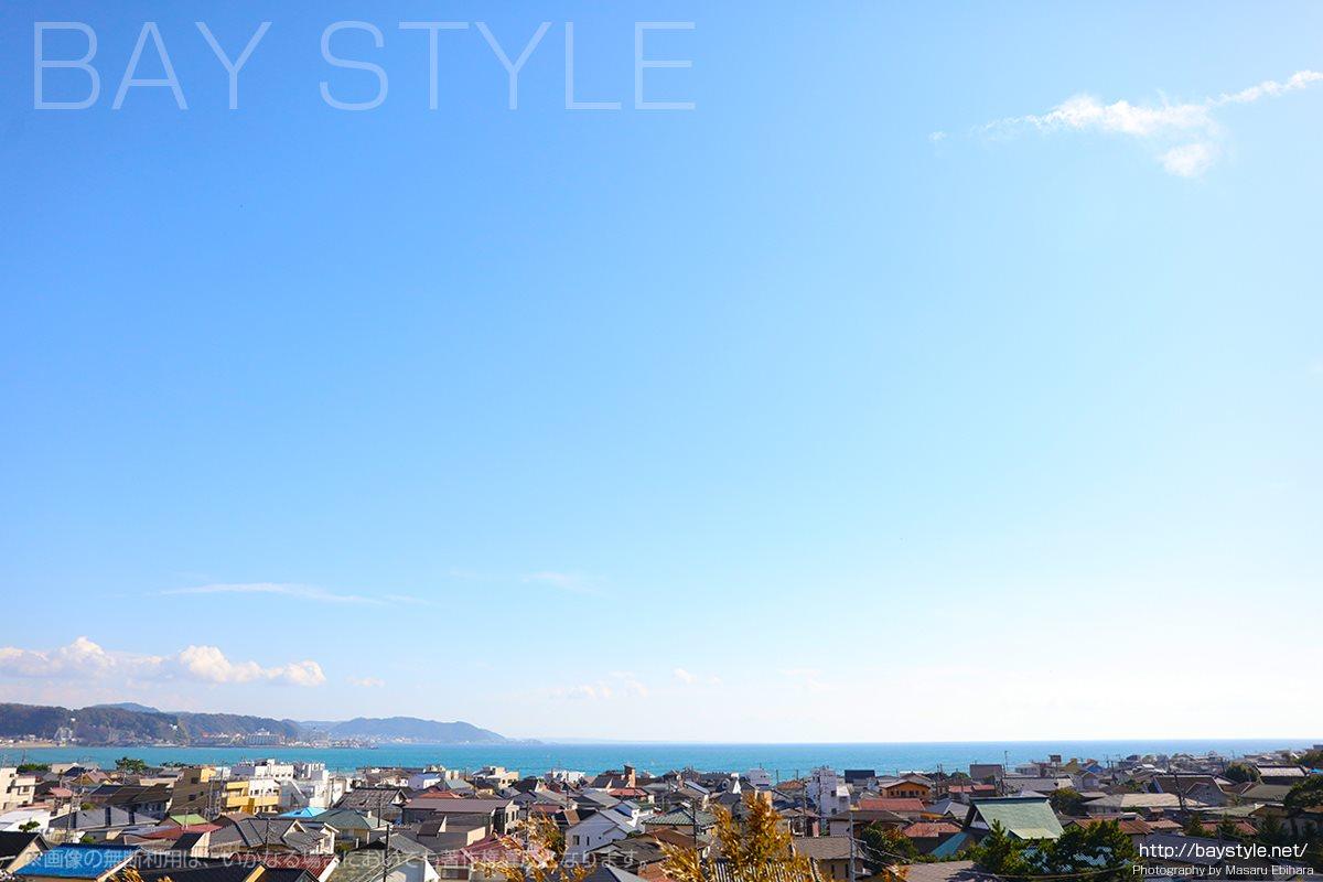 長谷寺の見晴台から眺める由比ヶ浜