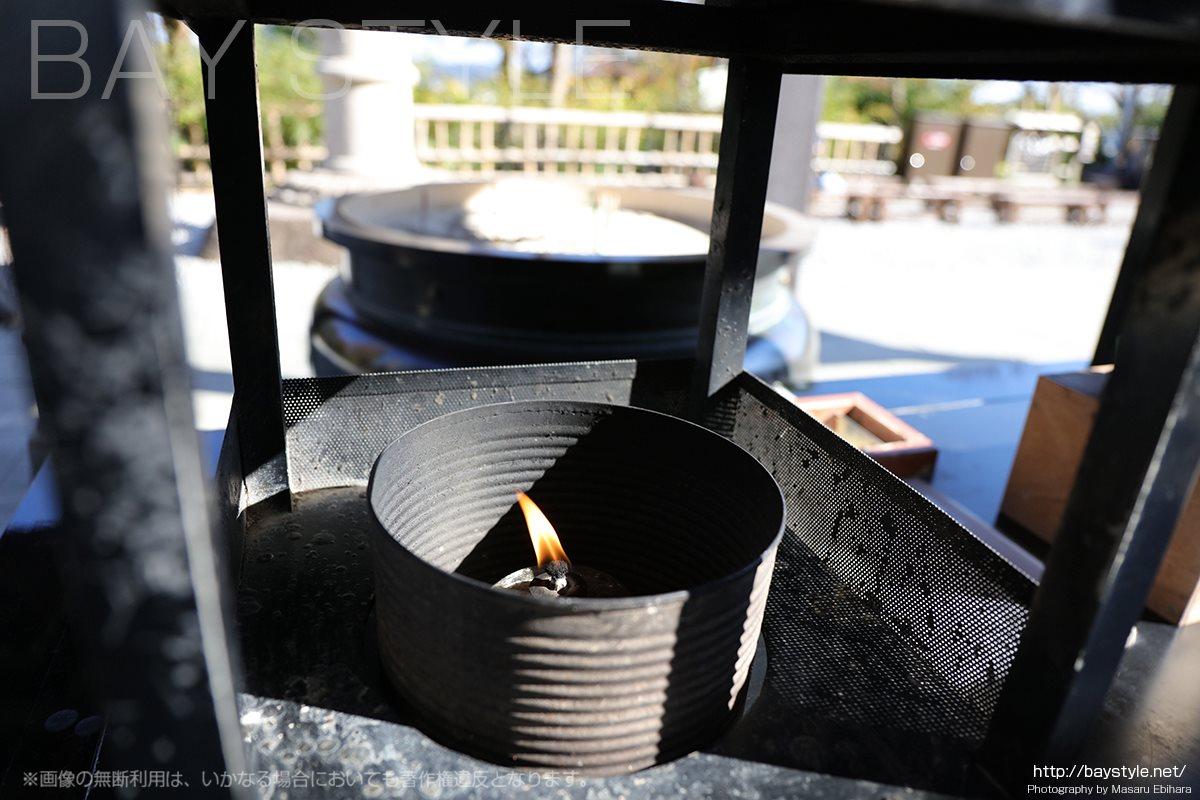 観音堂前の香炉
