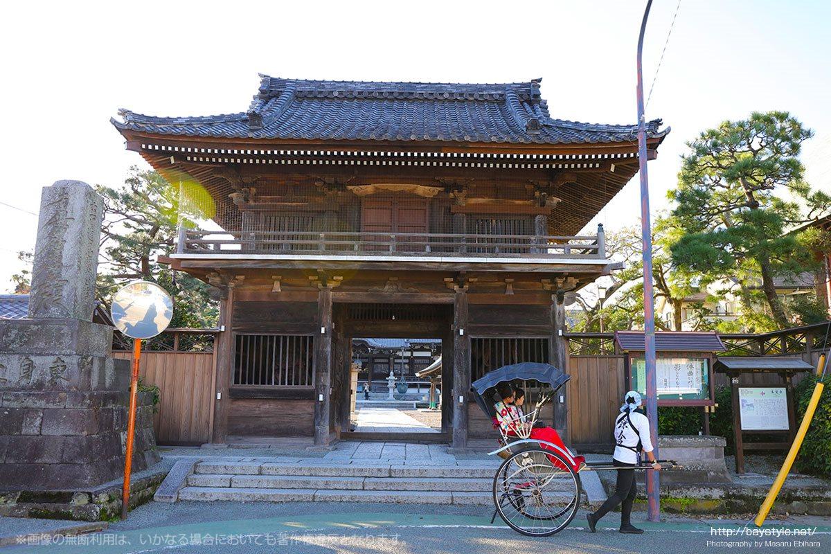 本覚寺の正面入口
