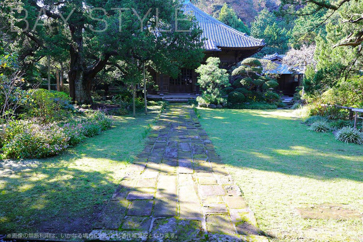 寿福寺の仏殿前