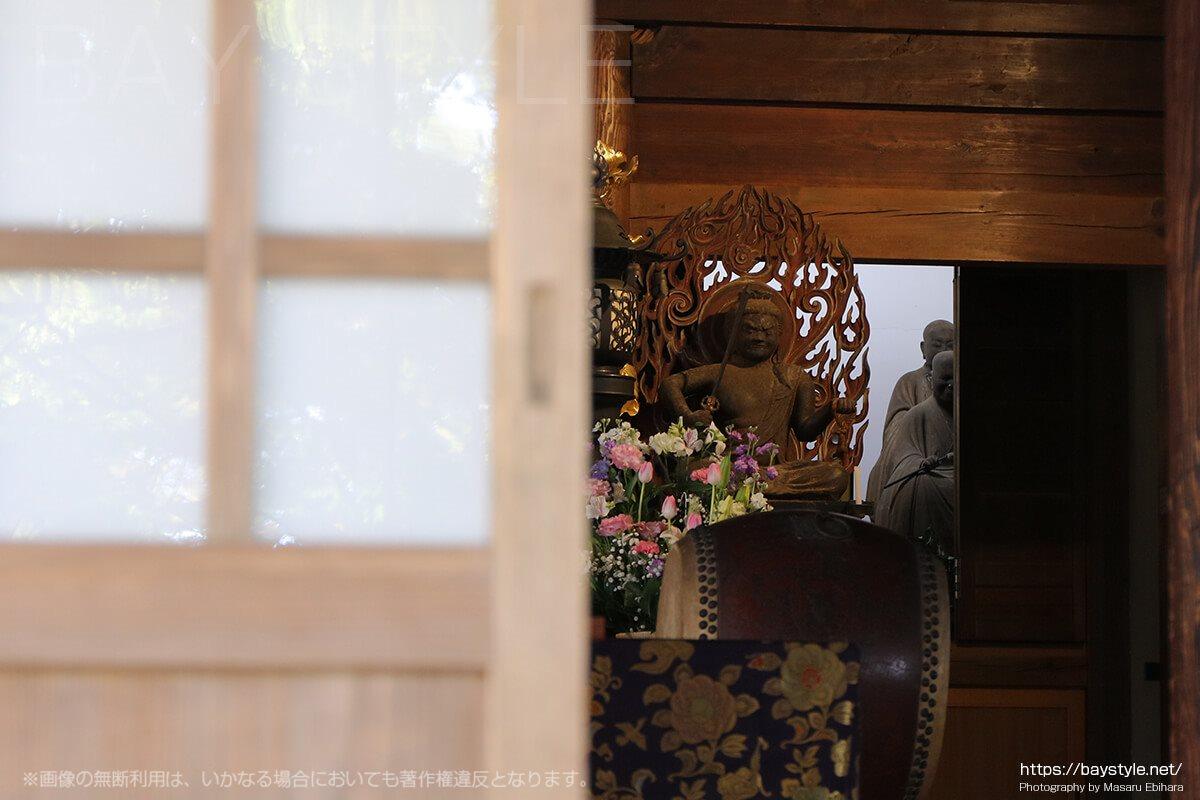 覚園寺の鉄でできた珍しい不動明王