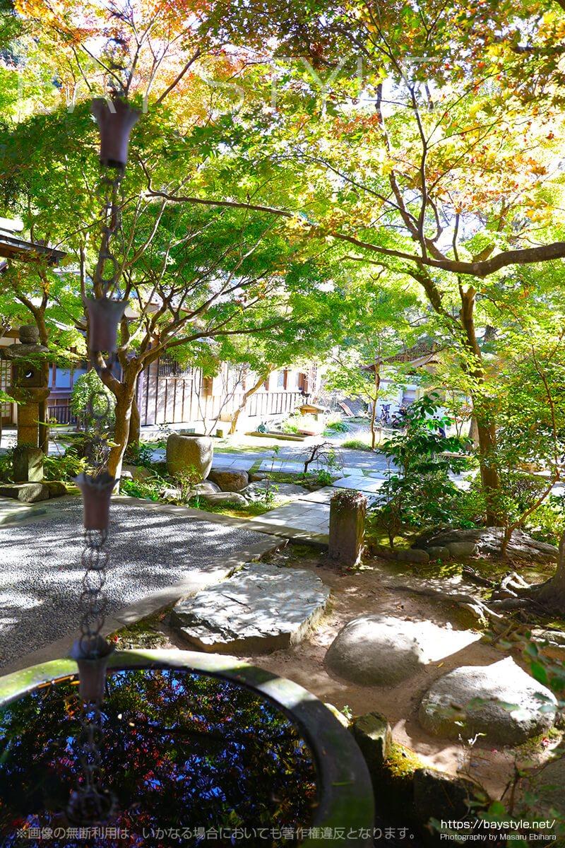 2017年11月21日時点での覚園寺の境内の様子
