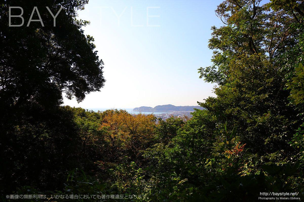 護良親王御墓から望む鎌倉由比ガ浜