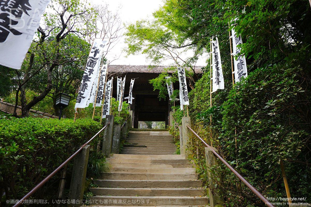 仁王門へと続く石階段