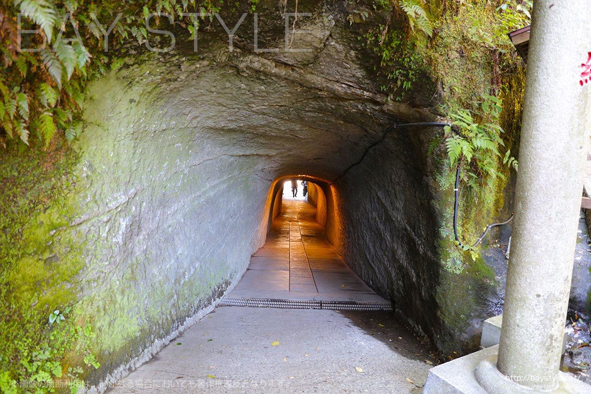 銭洗弁財天宇賀福神社の入口