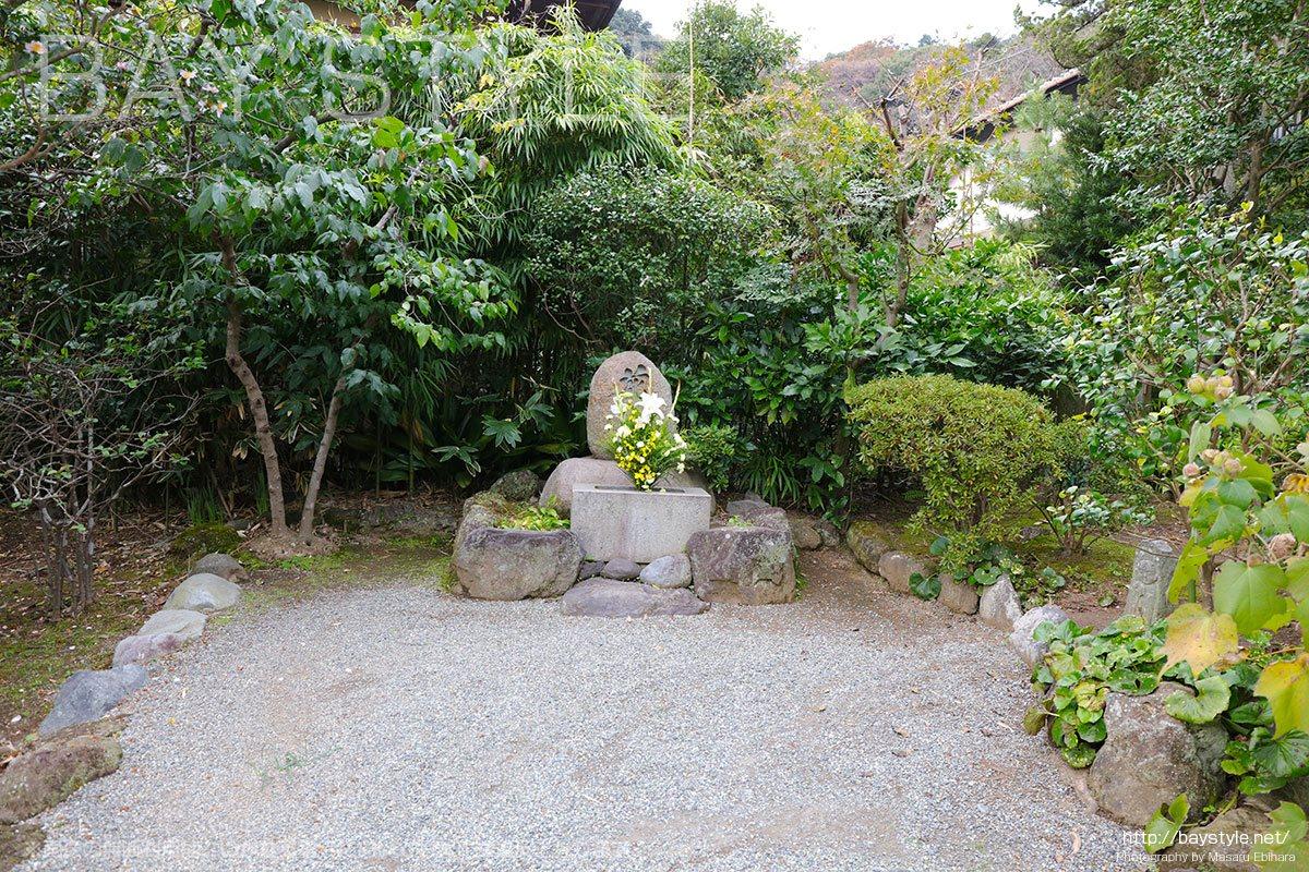 浄妙寺の花塚