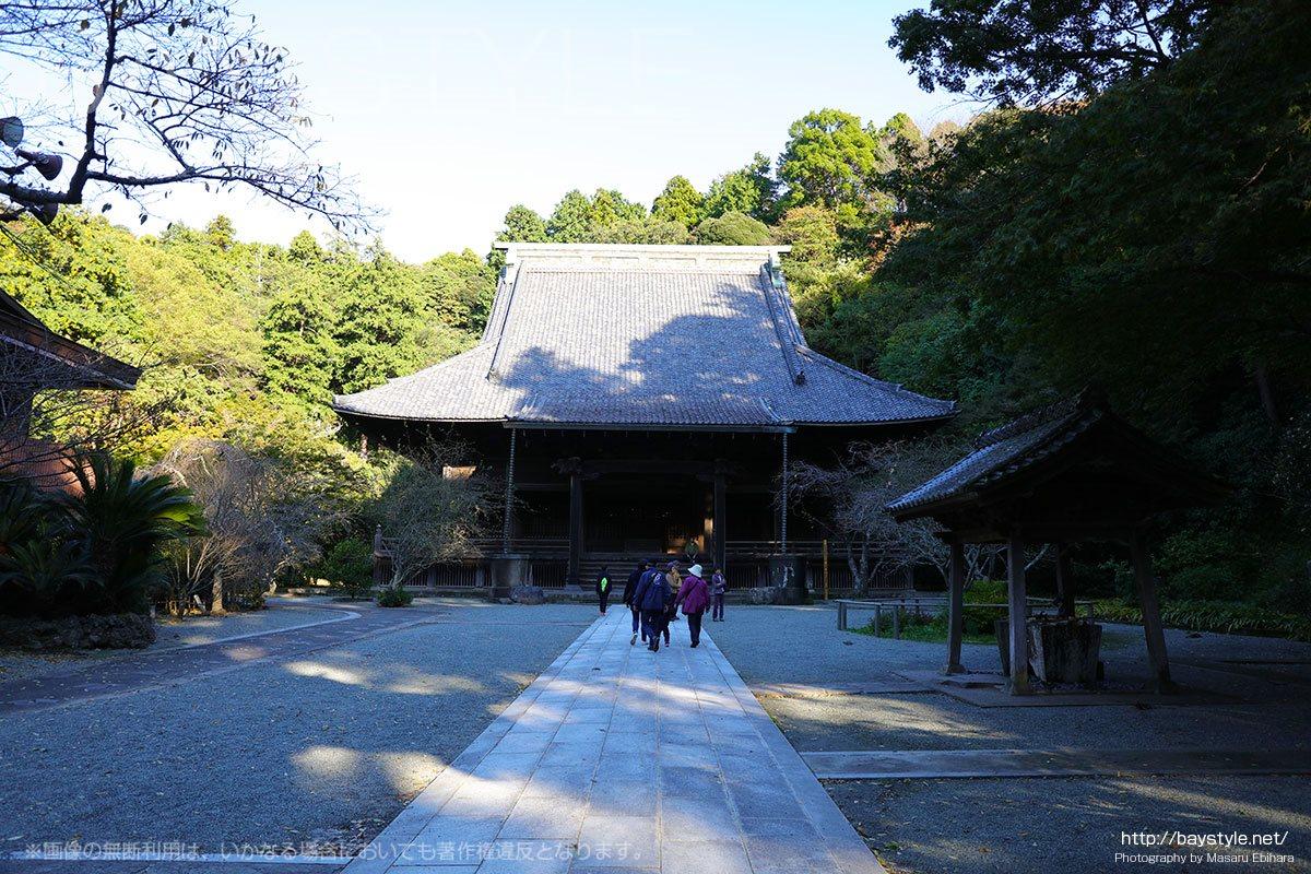 妙本寺は鎌倉で巨大な建造物と紅葉が楽しめるお寺