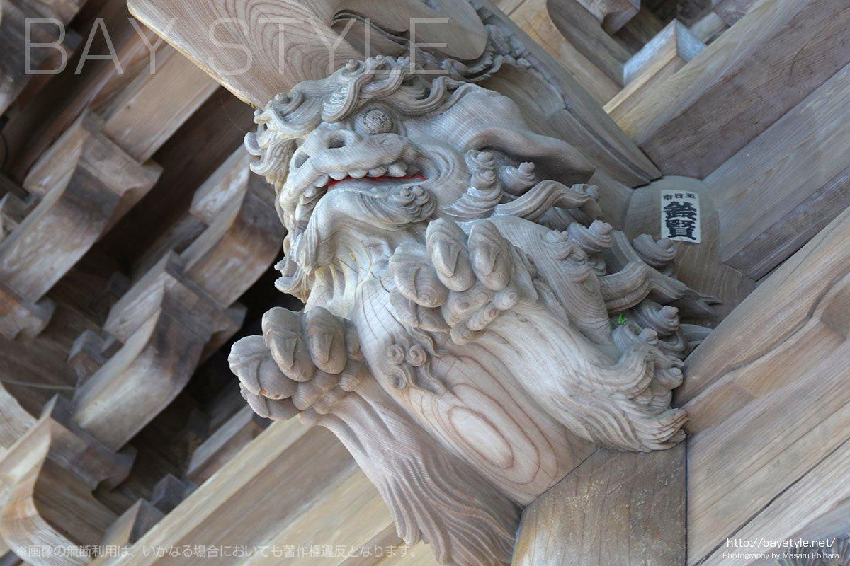 祖師堂の天井にある見事な木彫り彫刻
