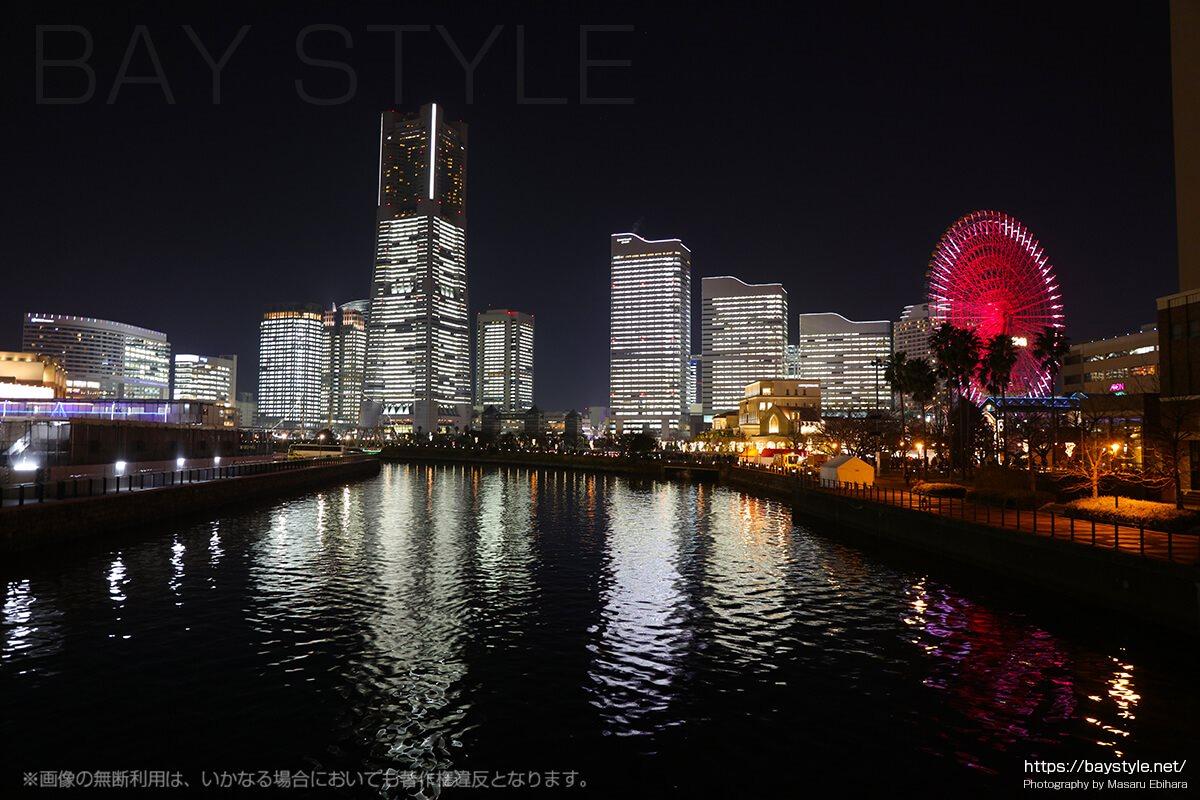 全館ライトアップ時の万国橋からの夜景