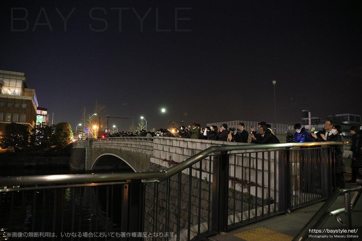 みなとみらい全館ライトアップ時の万国橋は大混雑