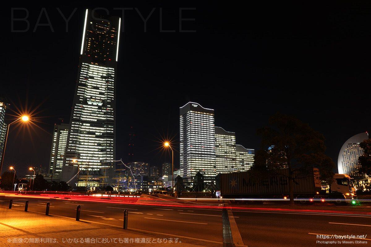 全館ライトアップ時の桜木町駅周辺からの眺め