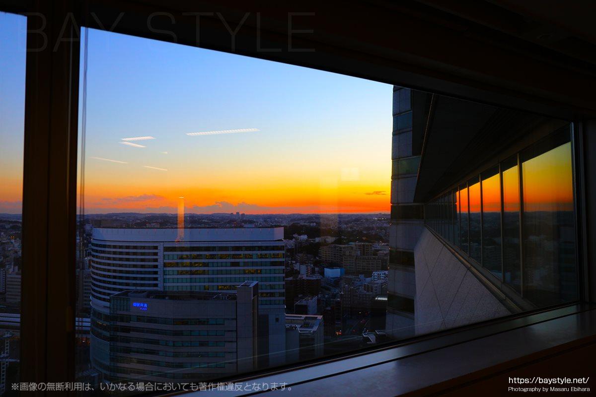全館ライトアップ時に撮影したランドマークタワーからの夕暮れ