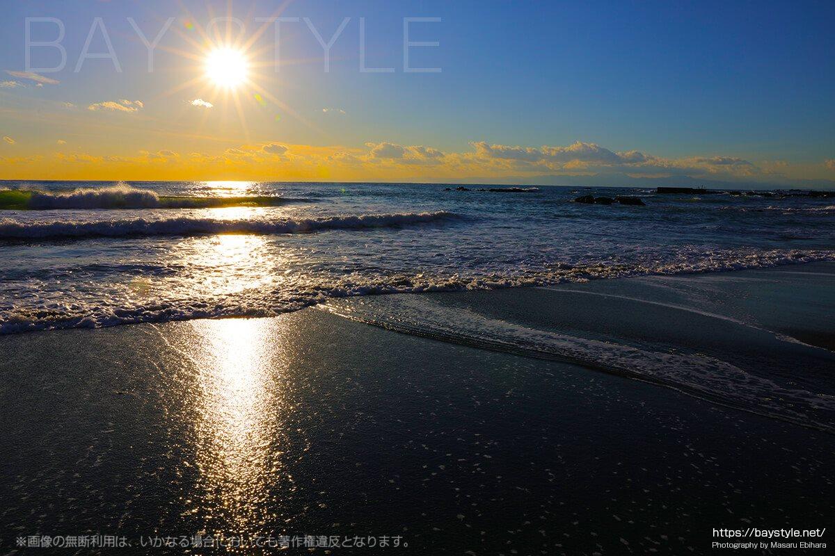 葉山久留和海岸の夕暮れ