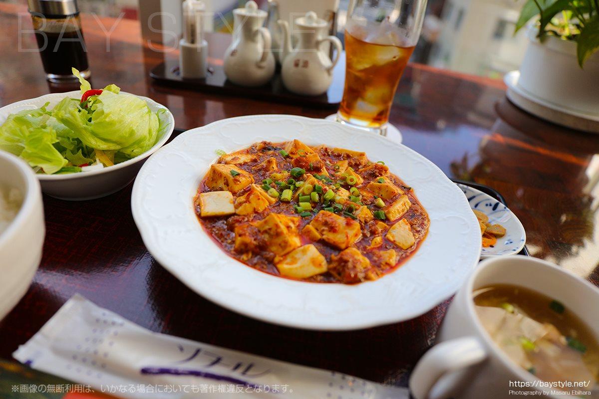 ランチで大人気の麻婆豆腐セット