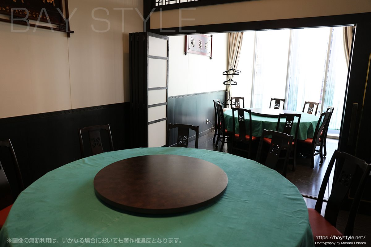 盤古殿秋葉原UDX店の2面で仕切りが入った宴会個室