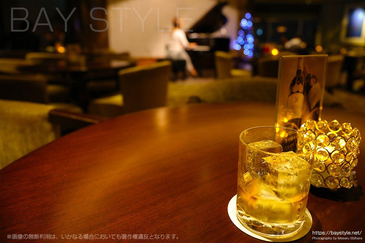 シリウスでお酒を飲みながら生演奏を楽しむ