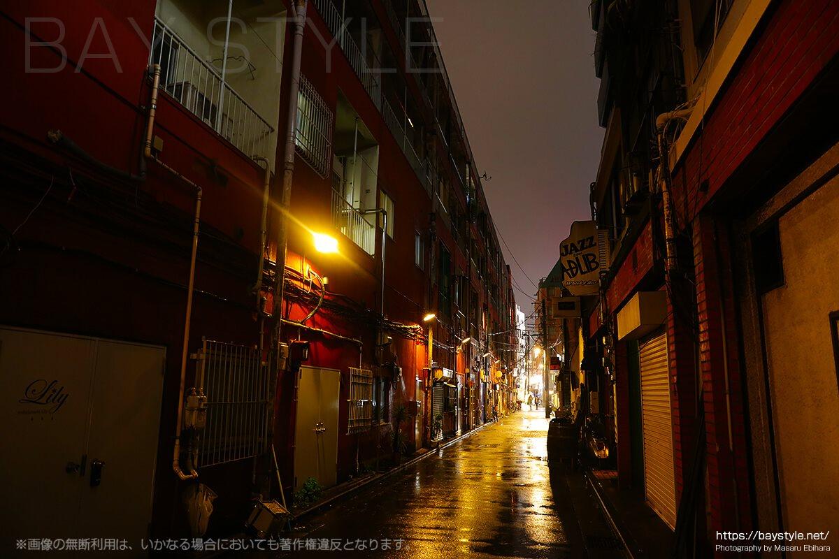 雨の日の伊勢佐木町周辺の夜