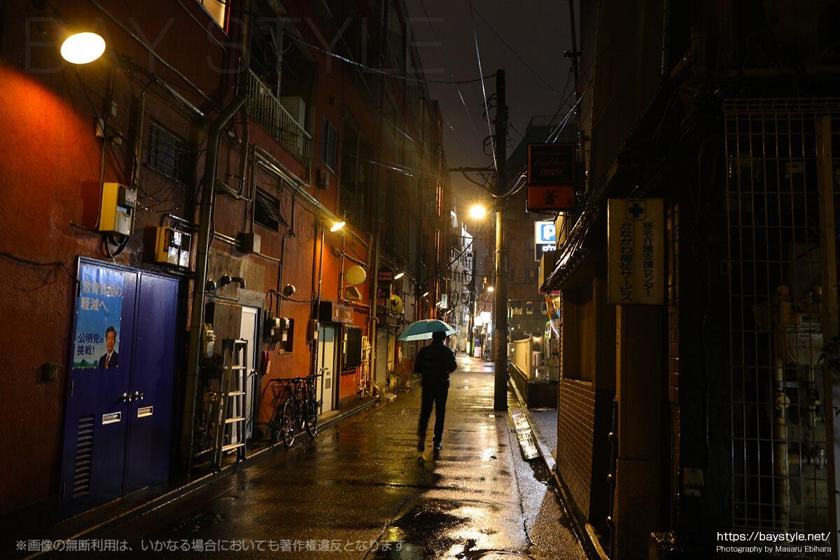 雨の日の伊勢佐木町モール周辺