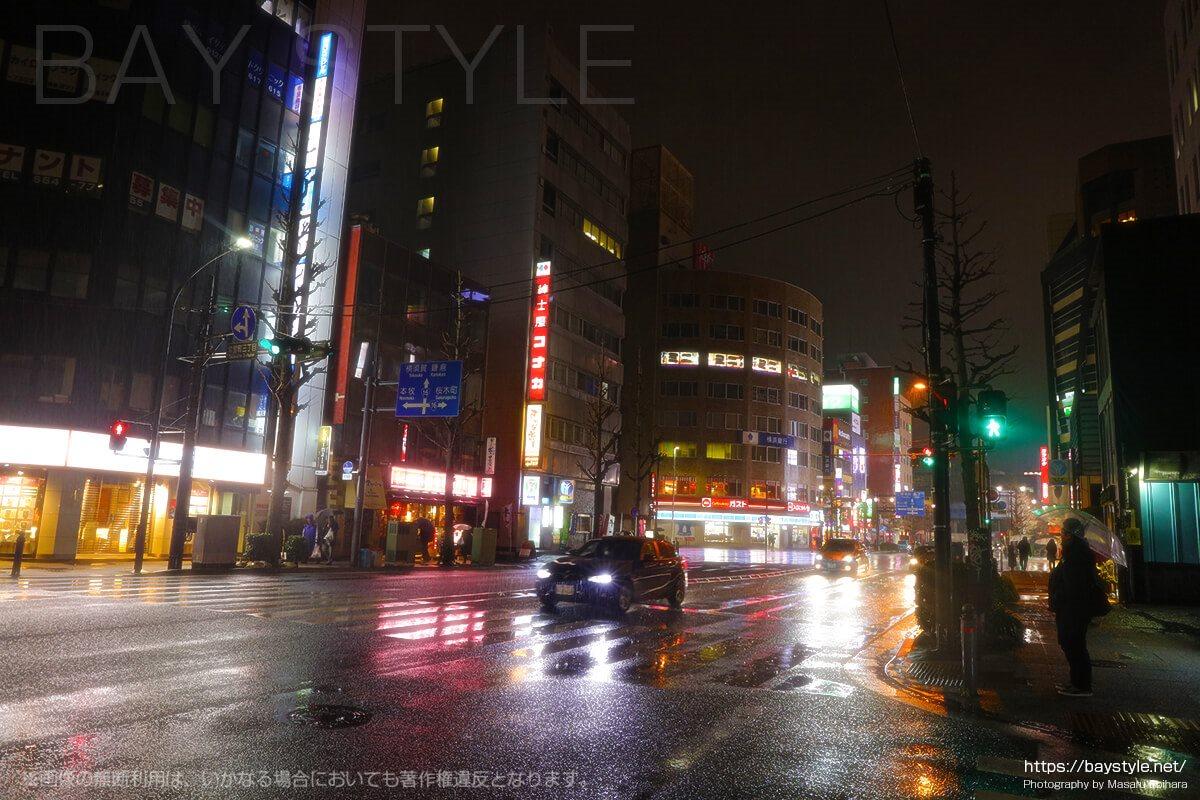 雨の日の関内駅周辺