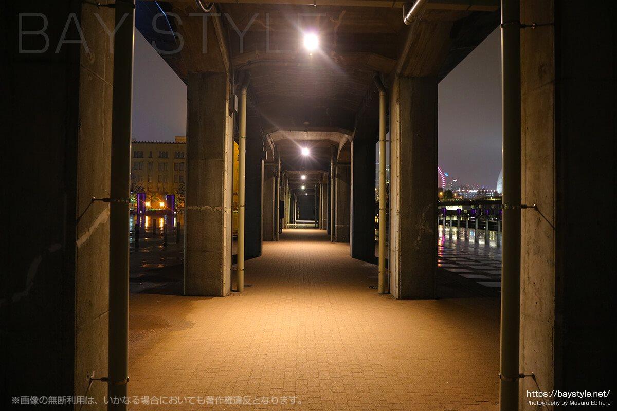 夜の山下臨港線プロムナード