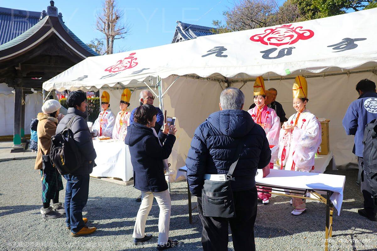 鎌倉えびす、本えびす開催期間中に販売されているお神酒受付