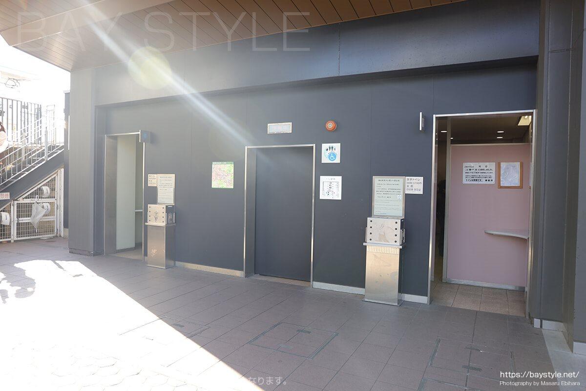 鎌倉駅構外東口側のトイレ