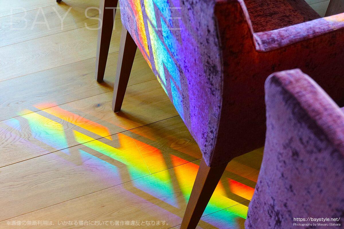 店内に現れる虹