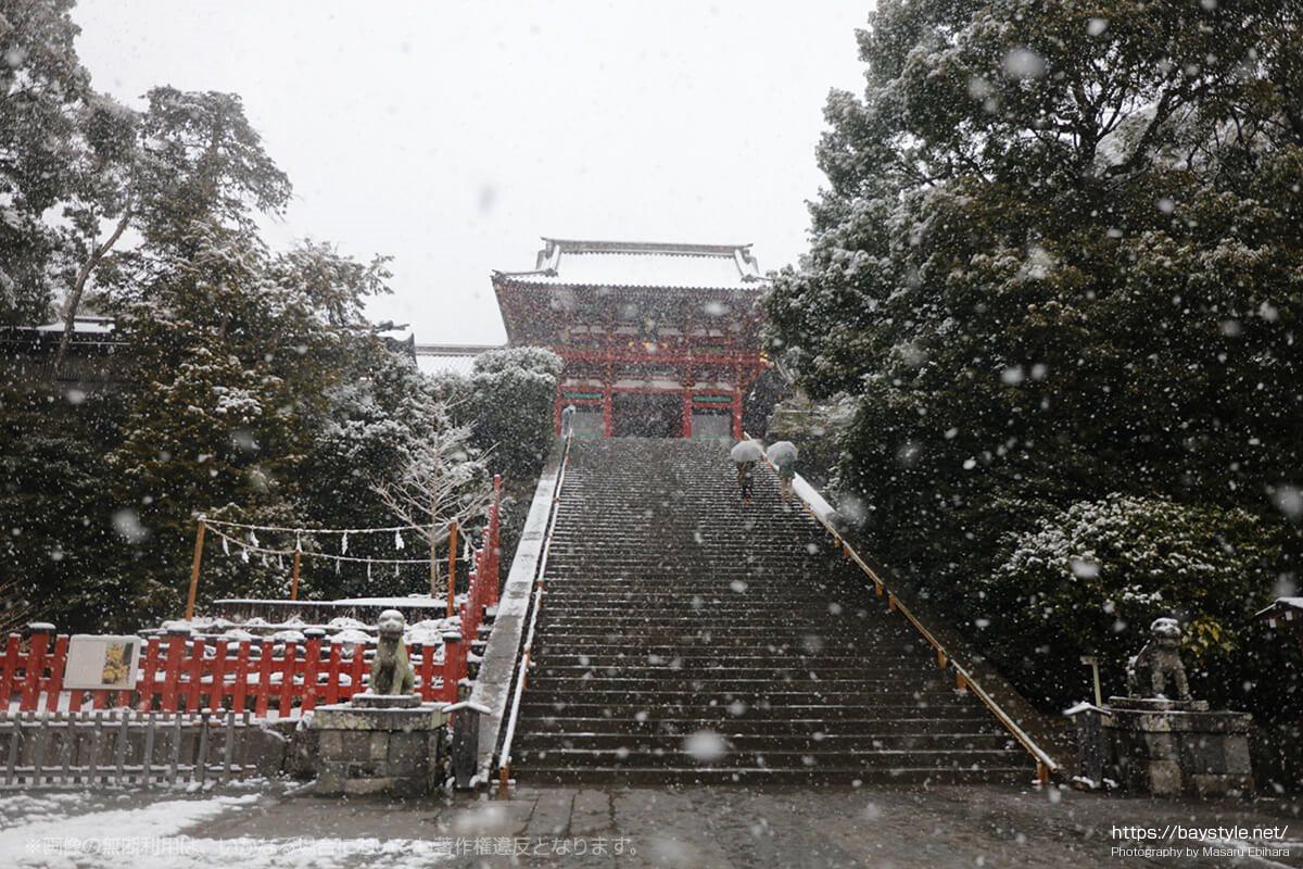 雪降る大石段