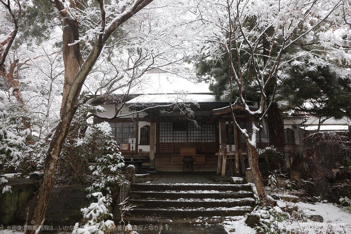 雪の日の御堂
