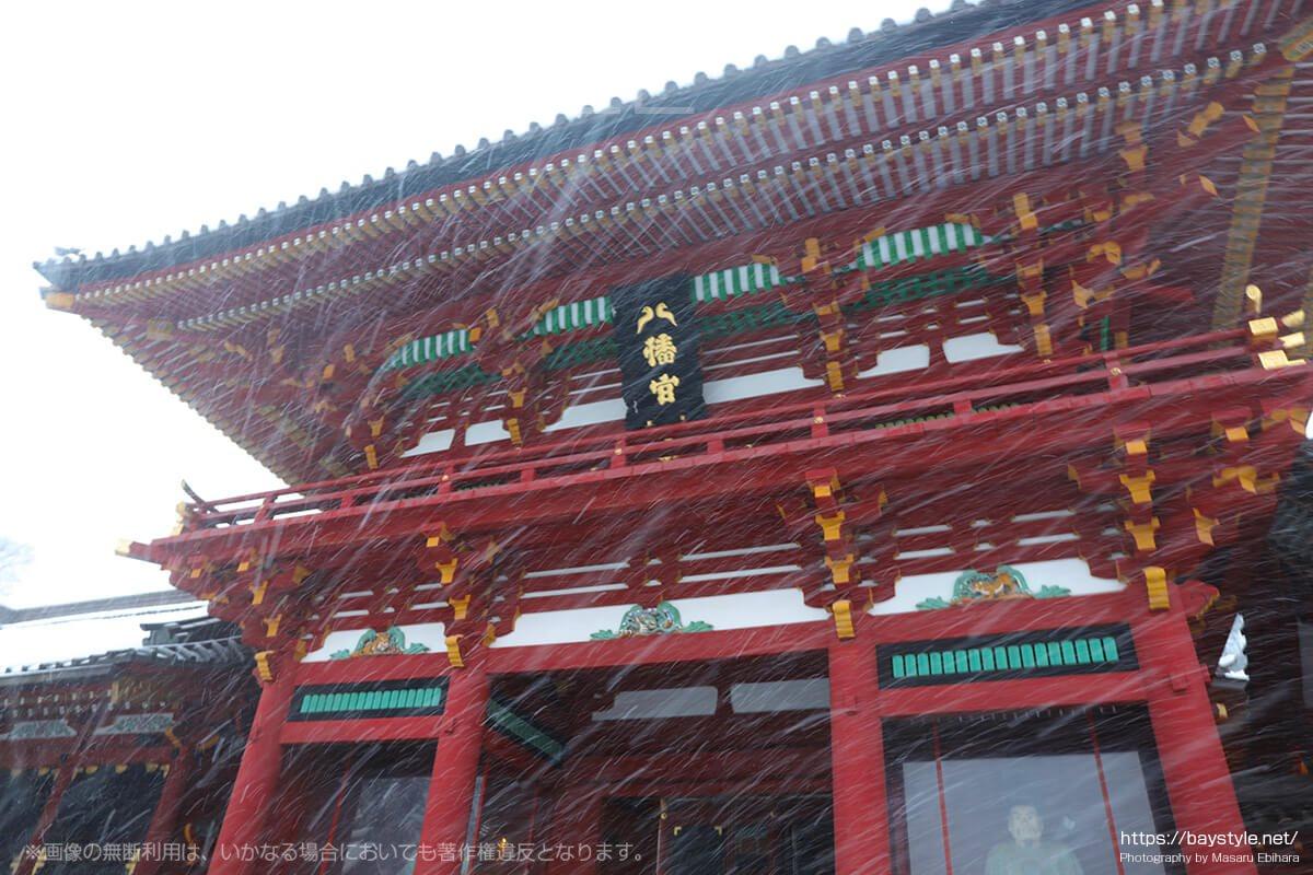 雪の日の鶴岡八幡宮本殿
