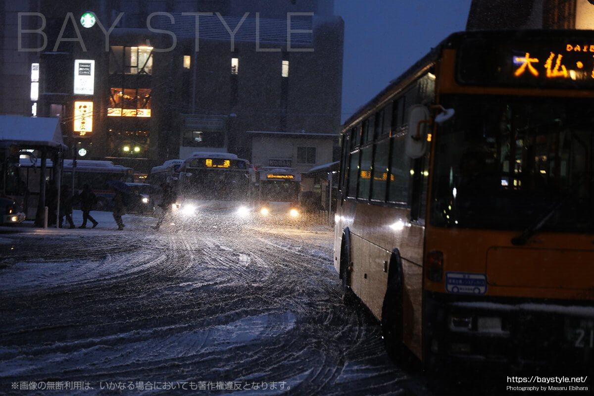 雪が降り始めて2時間経過後の鎌倉駅前の様子