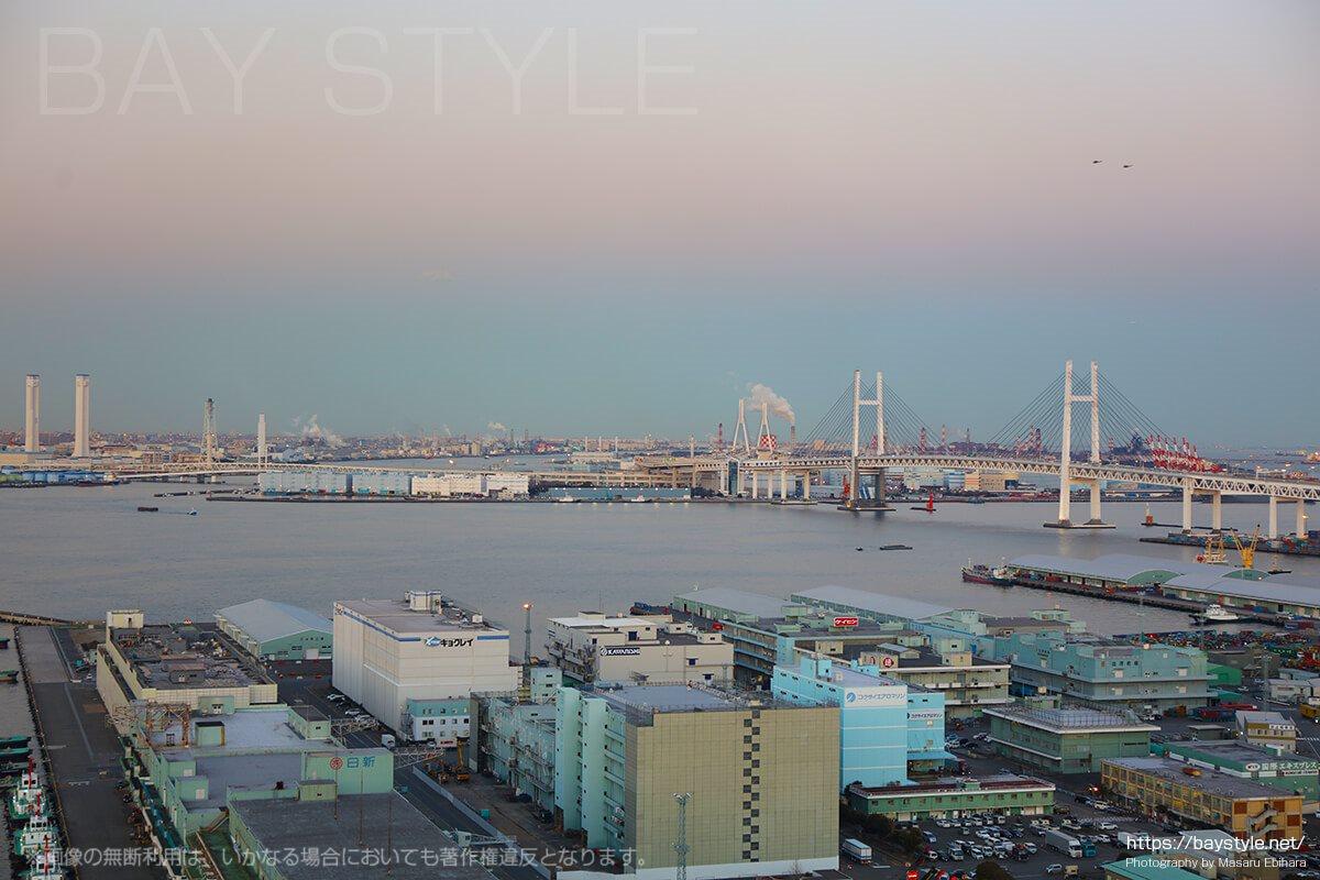 日没直後の横浜ベイブリッジ