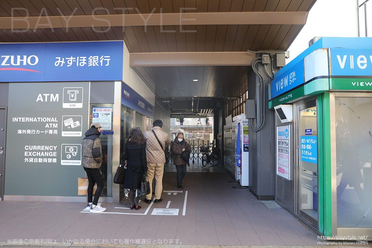 鎌倉駅東口改札を出て左側の突き当たりにあるコインロッカー