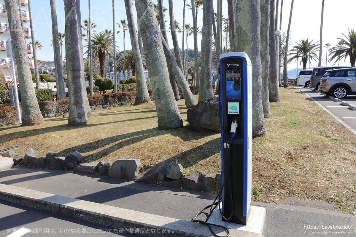 逗子マリーナ駐車場にある急速充電装置