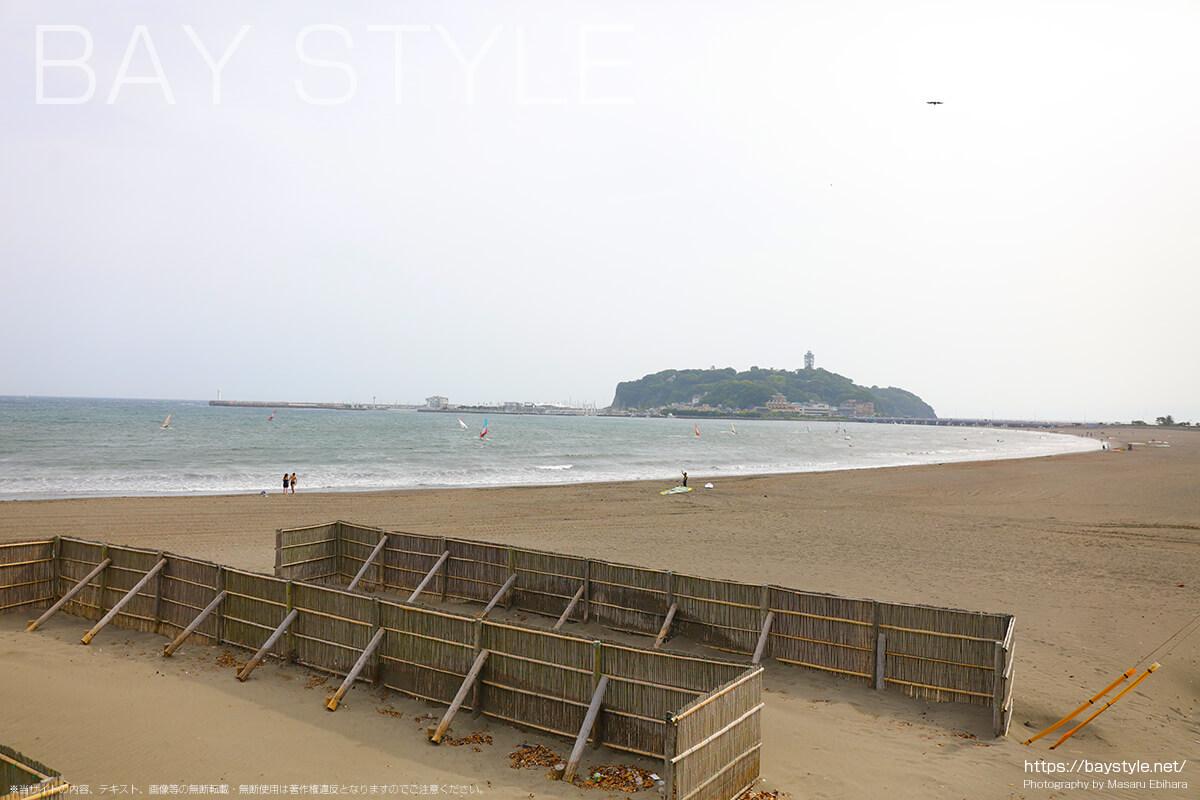 腰越海岸と片瀬東浜海水浴場の境界線