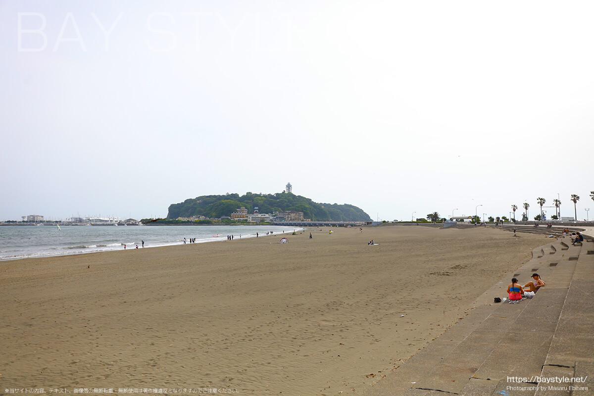 片瀬東浜海水浴場の広い砂浜