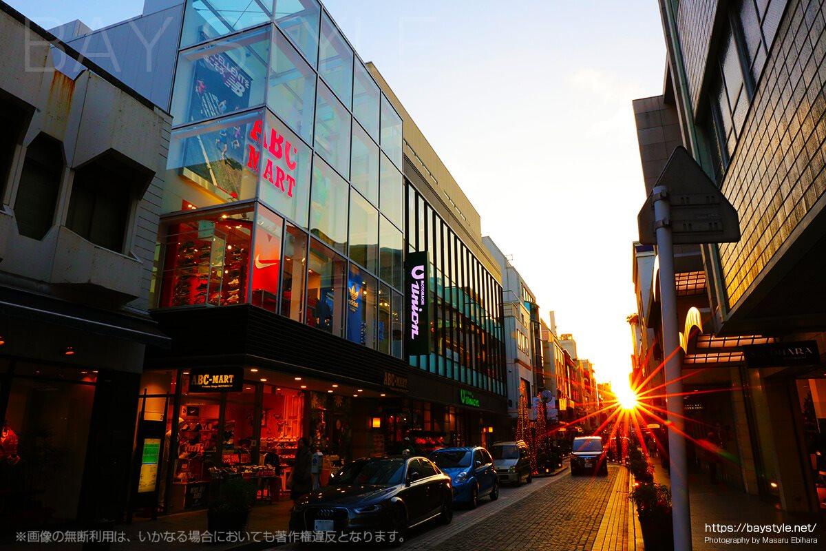 横浜元町商店街の夕暮れ