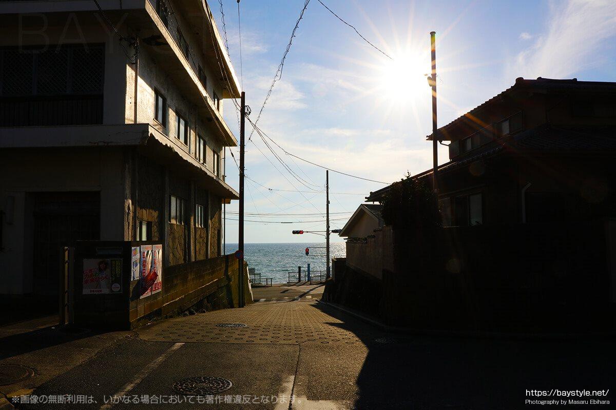 稲村ヶ崎駅の入口の眺め