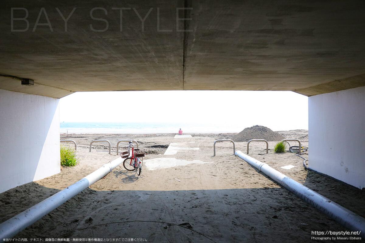 材木座海岸の入口