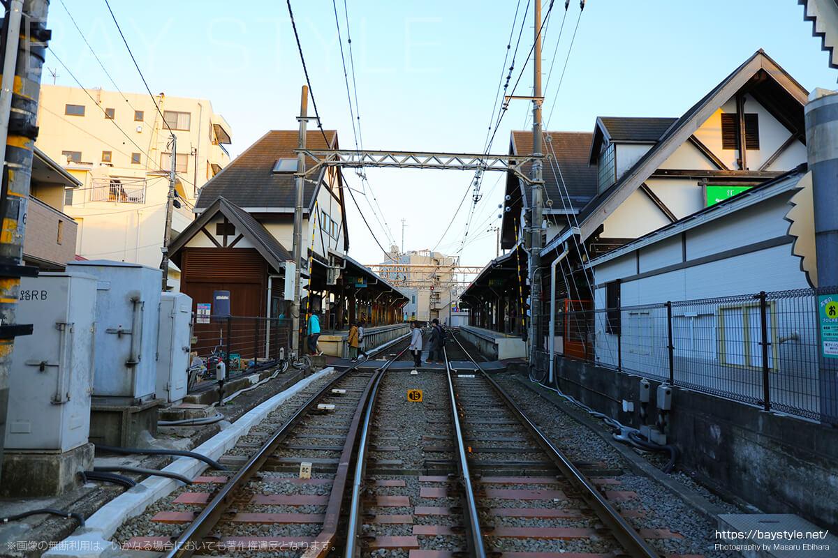 江ノ電江ノ島駅の踏み切り