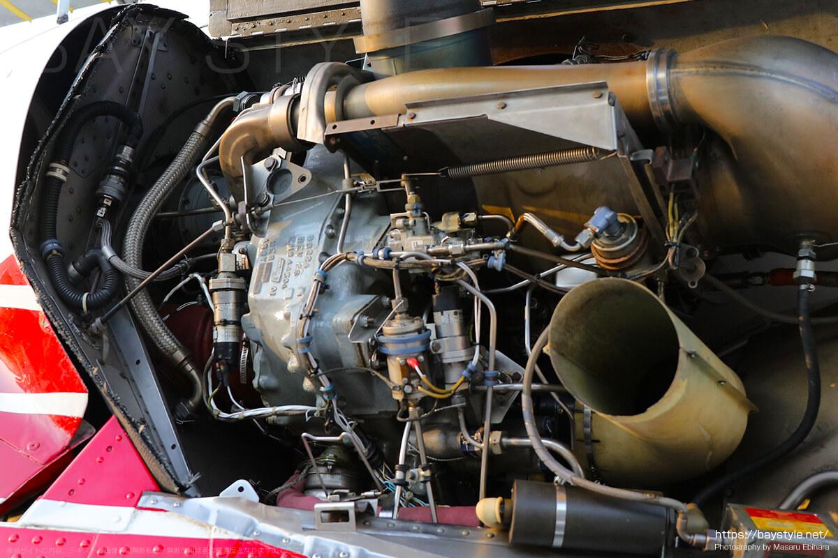 ヘリコプターのエンジン周り