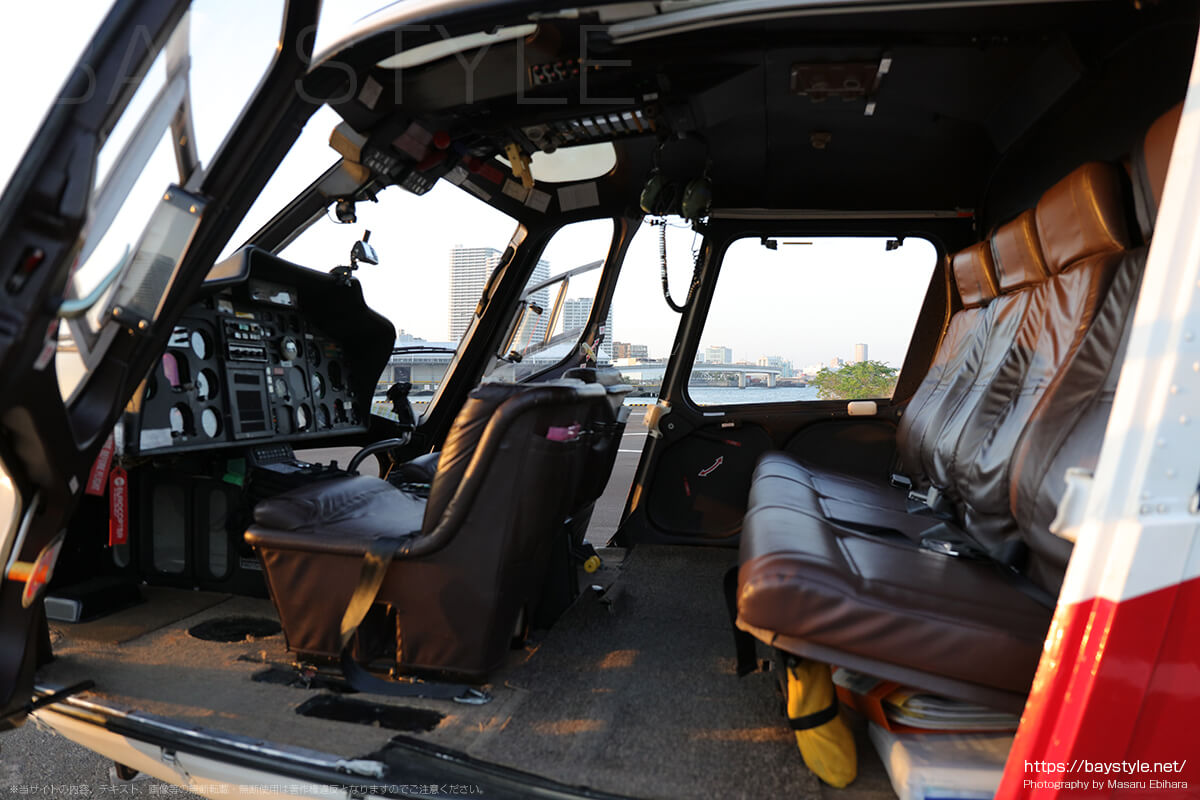 ヘリコプターの搭乗席