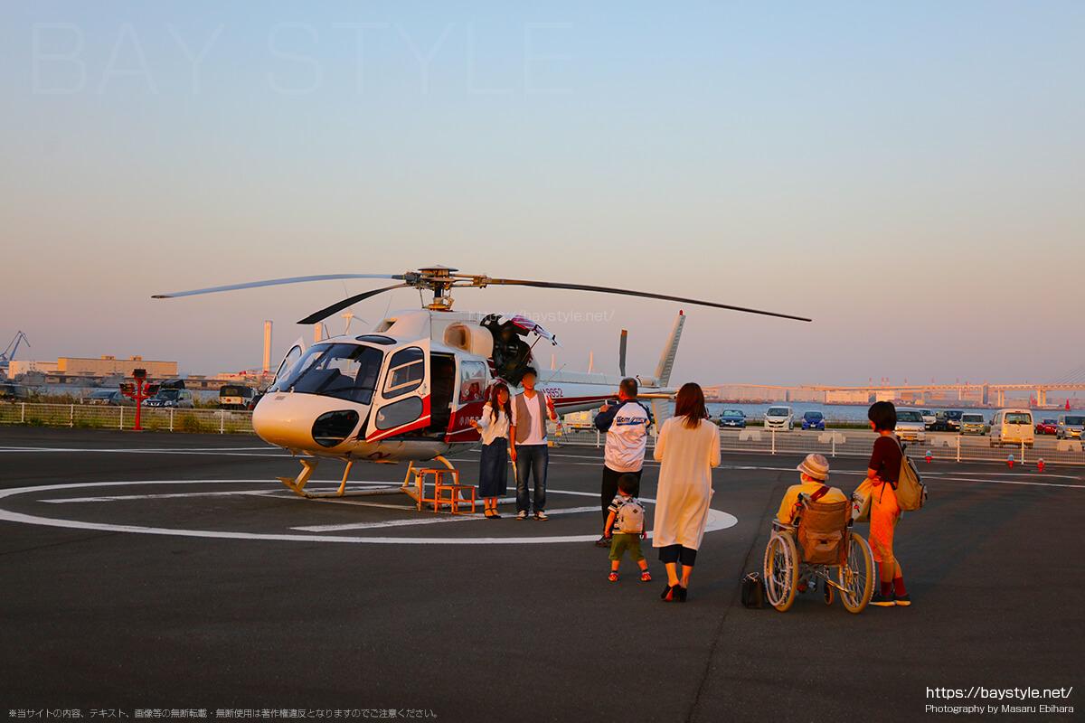 ヘリコプターとの記念撮影