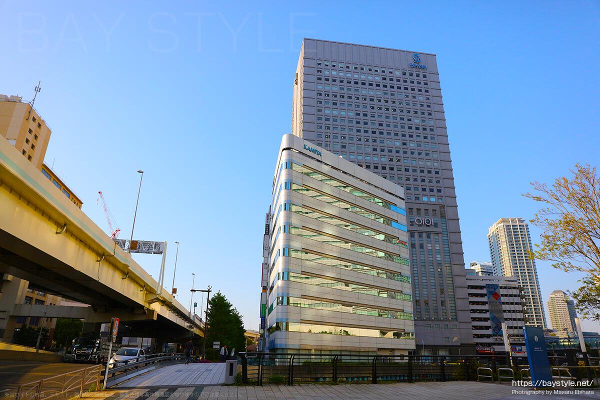 外から眺めた横浜駅東口