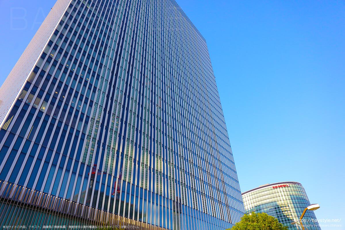横浜駅東口からみなとみらい方面へと向う途中のオフィスビル