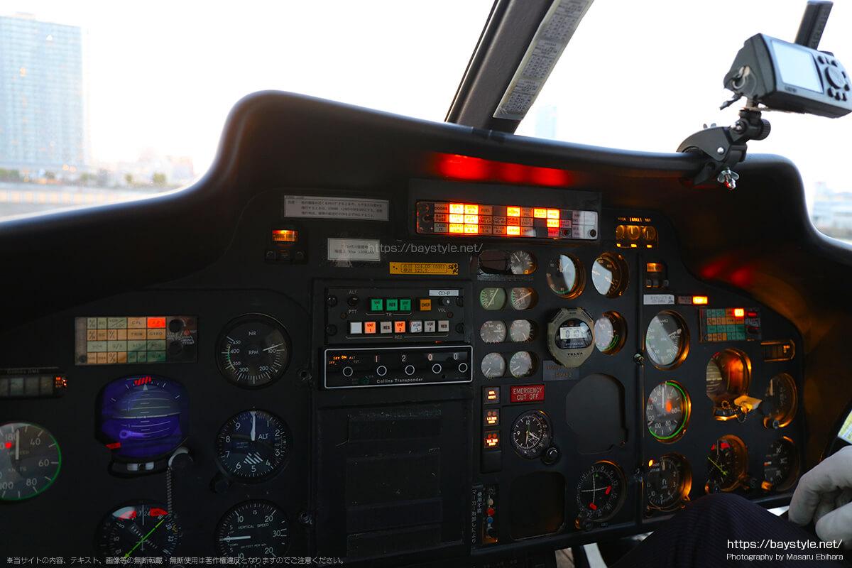 ヘリコプターの操縦席