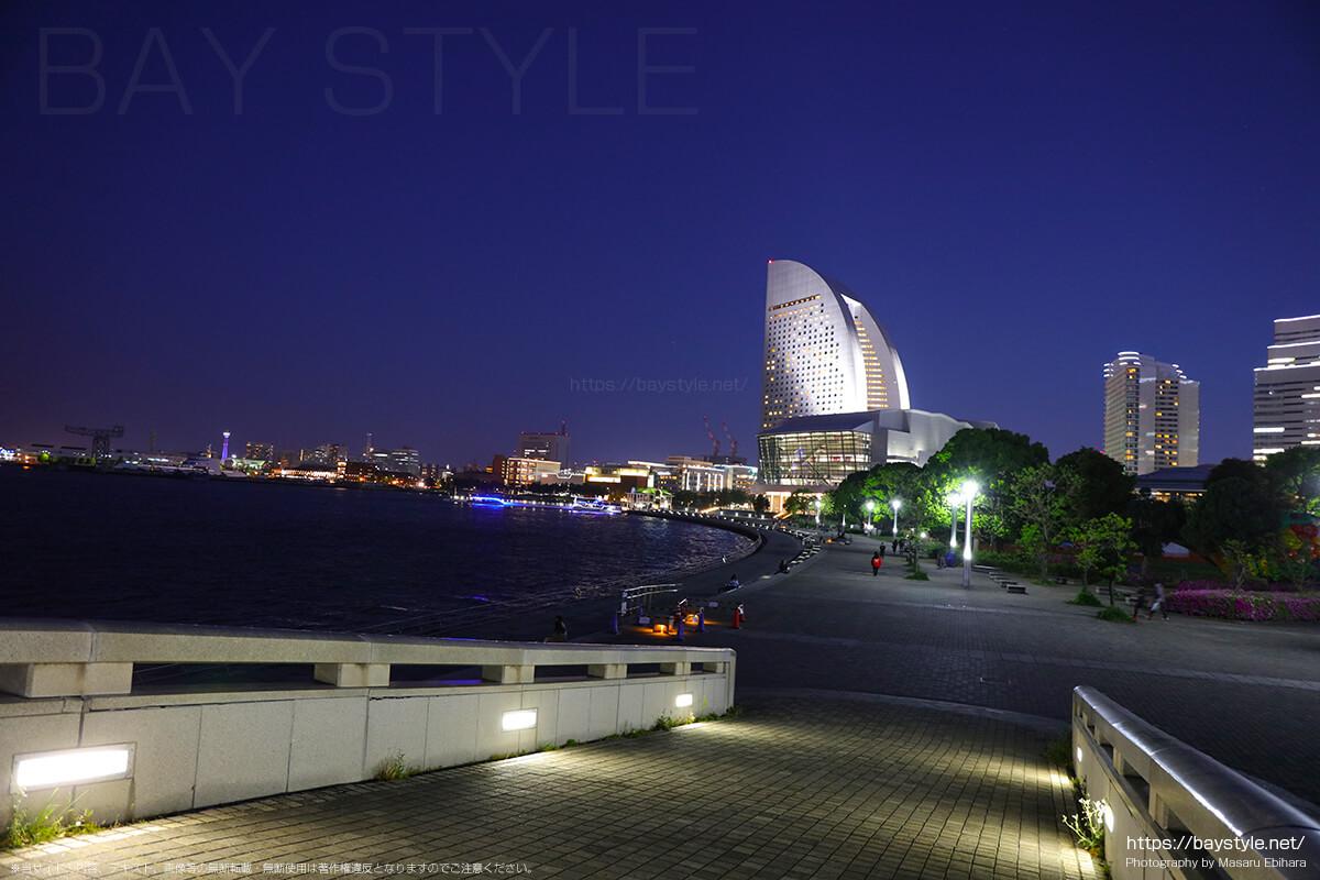 臨港パークから見たインターコンチネンタルホテル側の夕暮れ