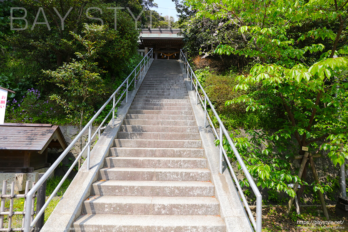 社殿へと続く階段